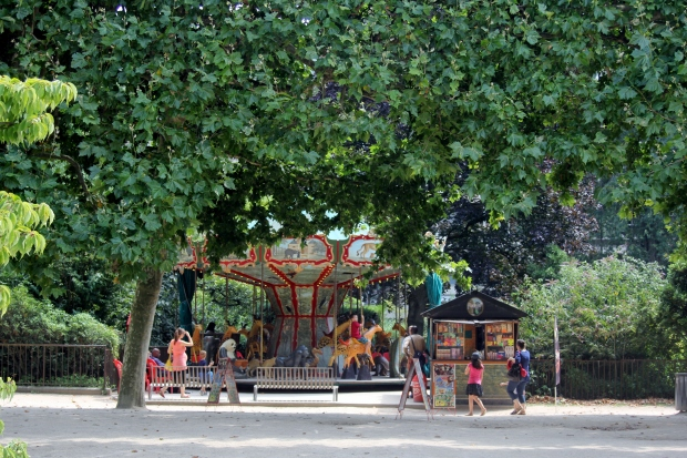Carousel in Jardin des Plantes - The Wishing Tree Blog