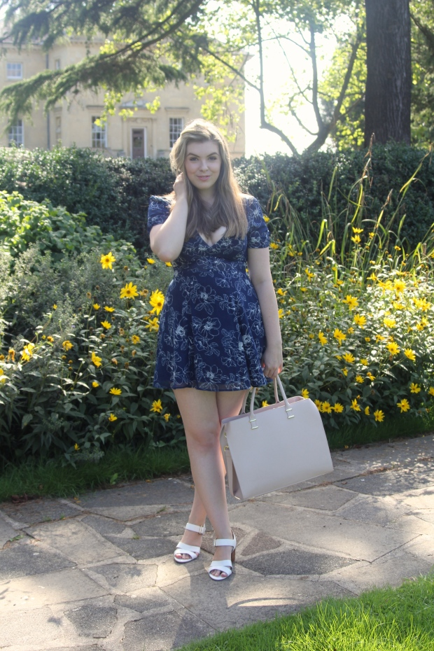 Frocks and Flowers UK London Lifestyle Blog Navy Florals Last Day of Summer Forever 21 Tea Dress