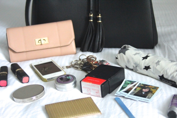 frocks and flowers frocks & flowers uk lifestyle blog what's in my bag